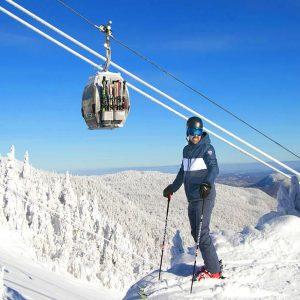 Télécabine à la station de ski du Mont Orford pendant l'hiver.